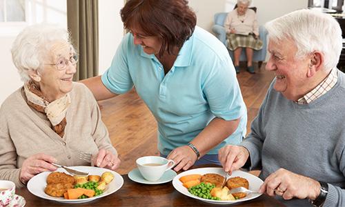 Gemeinsame Mahlzeiten in der Senioren WG am Lützowplatz