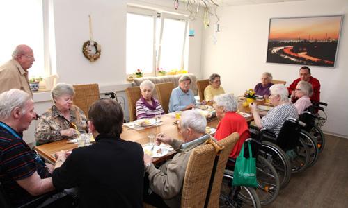 Gemeinsame Mahlzeiten in der Senioren WG am Schloss